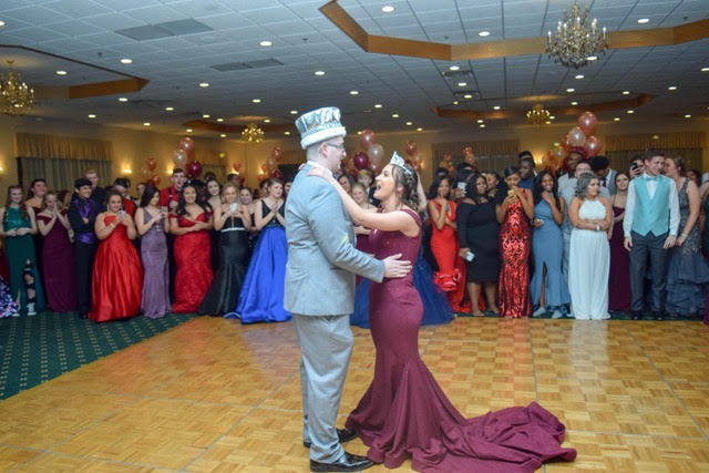 Sophomores Nate Ward and Anna Guistolisi dance to