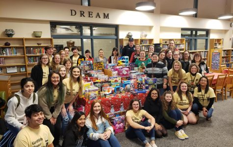 National Honors Society Spreads Holiday Cheer